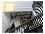 Disewakan Kost Belakang Gelael MT Haryono 2 kamar lantai 2, 100 meter dari halte transjakarta, akses angkot dan kereta dekat.