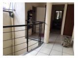 Lantai 2: 4 kamar tidur, 2 kamar mandi & pantry